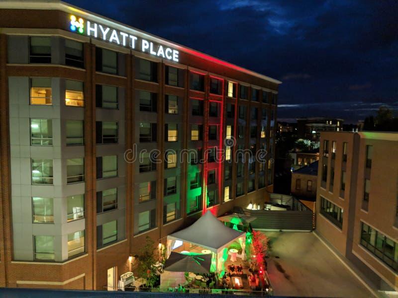 Hyatt-Platz-Terrassenbar nachts stockfoto