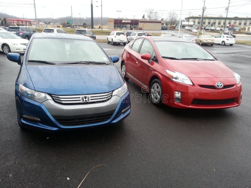 Hybrid- bilar: Toyota Prius och Honda inblick royaltyfri bild