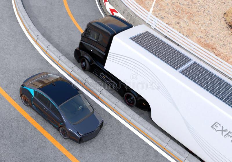 Hybride elektrische vrachtwagen en witte elektrische auto op weg royalty-vrije stock afbeeldingen