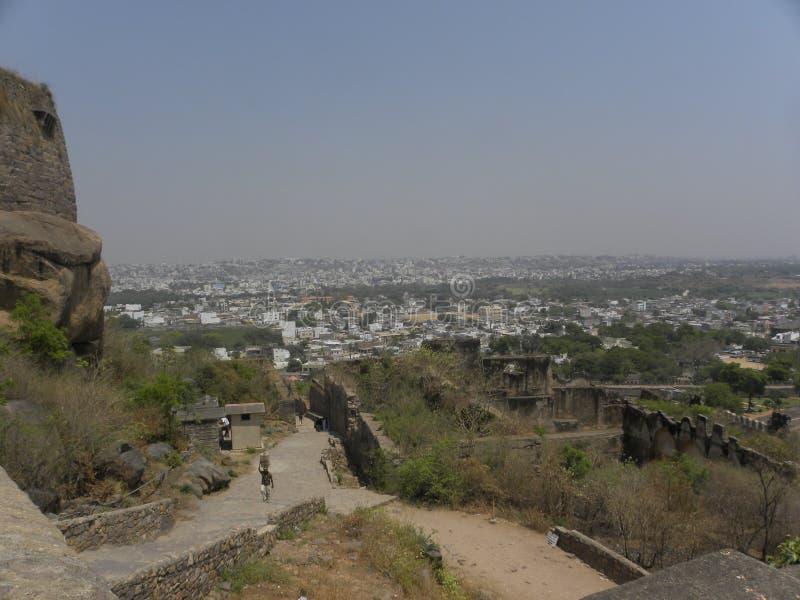 Hyderabad Indien - Januari 1, 2009 sikt av den Hyderabad staden uppifrån av det Golconda fortet royaltyfri foto