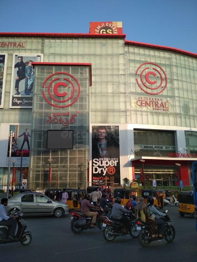 Hyderabad trafikliv men lyckligt liv royaltyfria foton