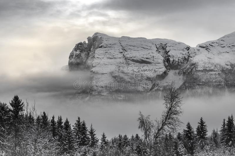 Hydnefossenbergen stock foto's