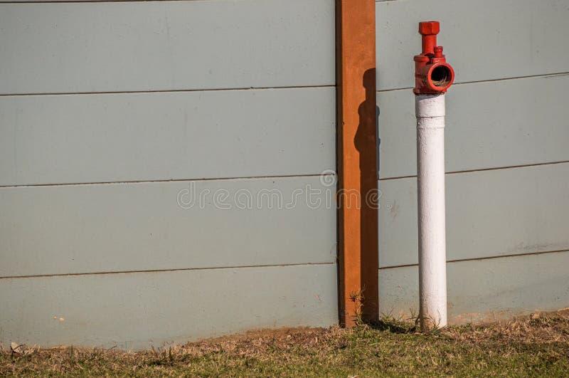 Hydrant auf einer öffentlichen Straße stockbild