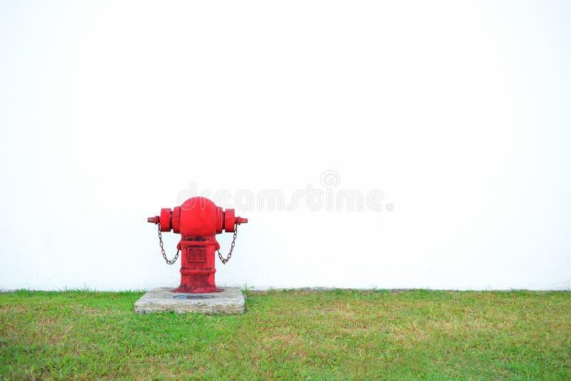 Hydrant auf weißem Hintergrund lizenzfreie stockfotos