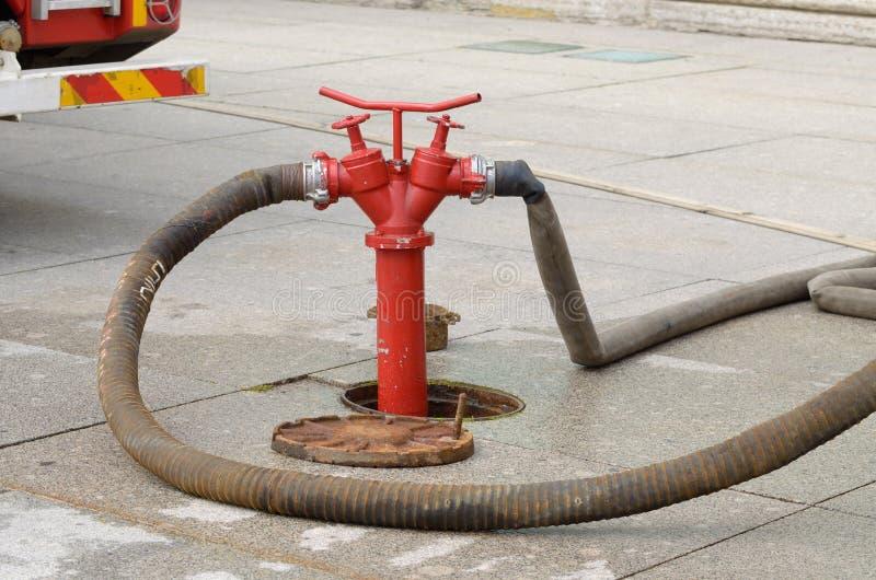 Hydrant - ein Gerät für das Probieren des Wassers lizenzfreies stockbild