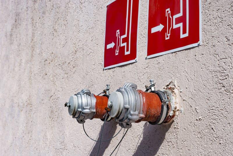 Hydrant, Feuerwehrverbindung, zwei standpips lizenzfreies stockfoto
