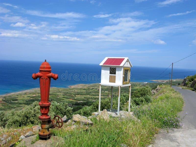 Hydrant nahe Straße zum Meer stockbilder