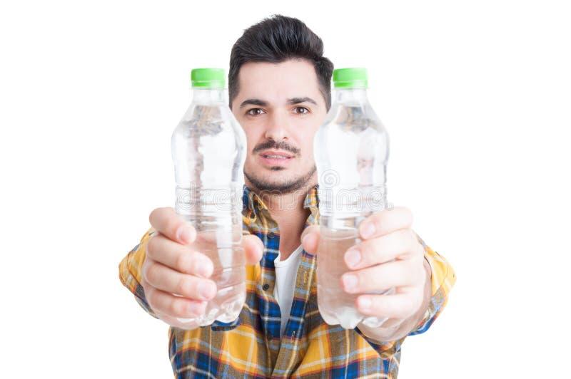 Hydratation et concept sain de mode de vie avec deux bouteilles de wate photos stock