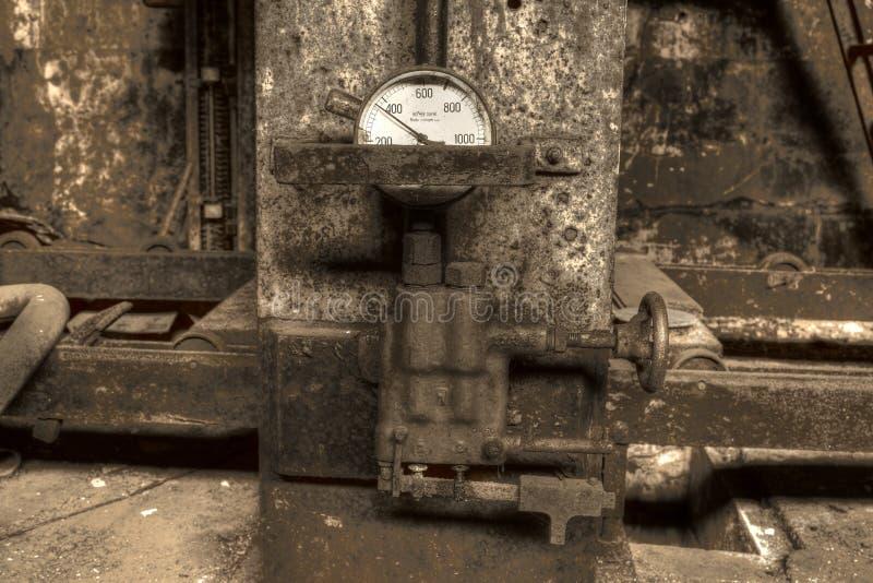 Hydrauliczna prasa z wymiernikiem zdjęcia stock