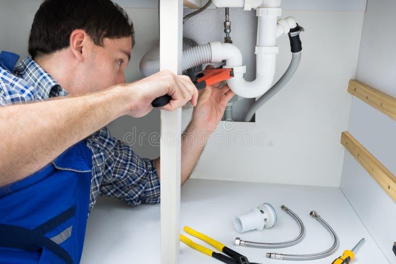 Hydraulika naprawiania zlew w łazience obrazy royalty free