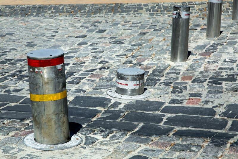 Hydraulique métallique de borne électrique escamotable descend photographie stock libre de droits