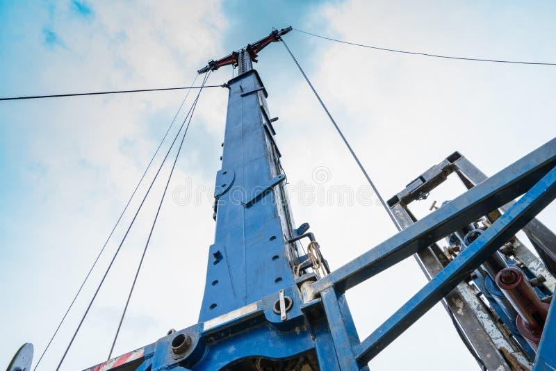 Hydraulische smeermiddelen en afdampingstoestel op het platform voor olie- en gaswinning op afstand, terwijl wordt gewerkt aan de stock afbeeldingen