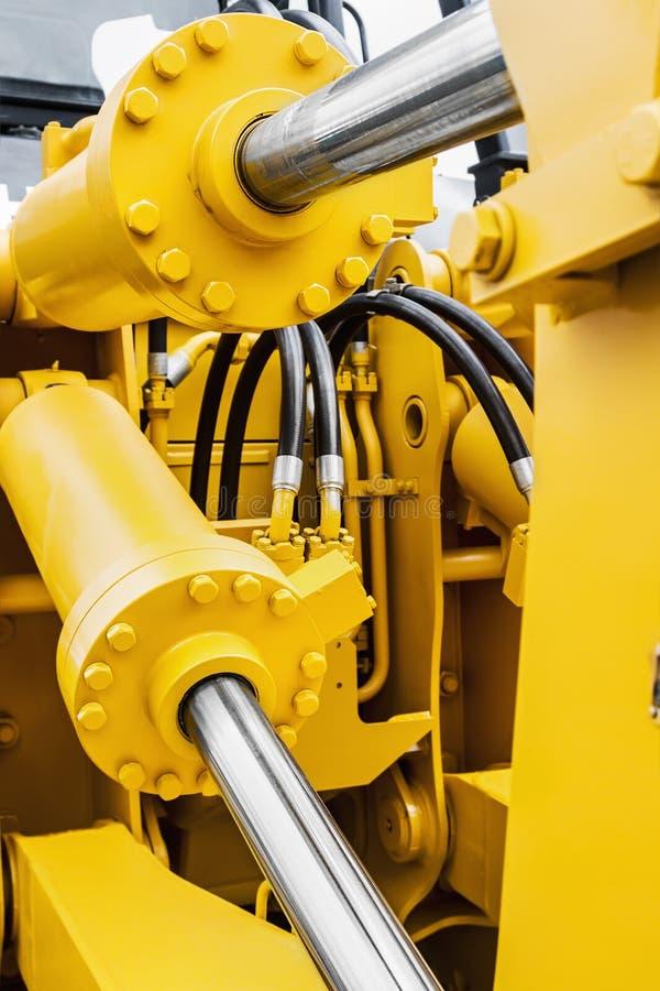 Hydrauliskt pistongsystem för traktorer, bulldozrar, grävskopor arkivfoto