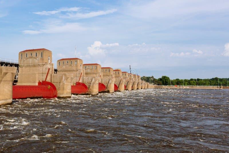 Hydro-elektriciteitinstallaties over de Rivier van de Mississippi in Davenport, Iowa, de V.S. royalty-vrije stock fotografie