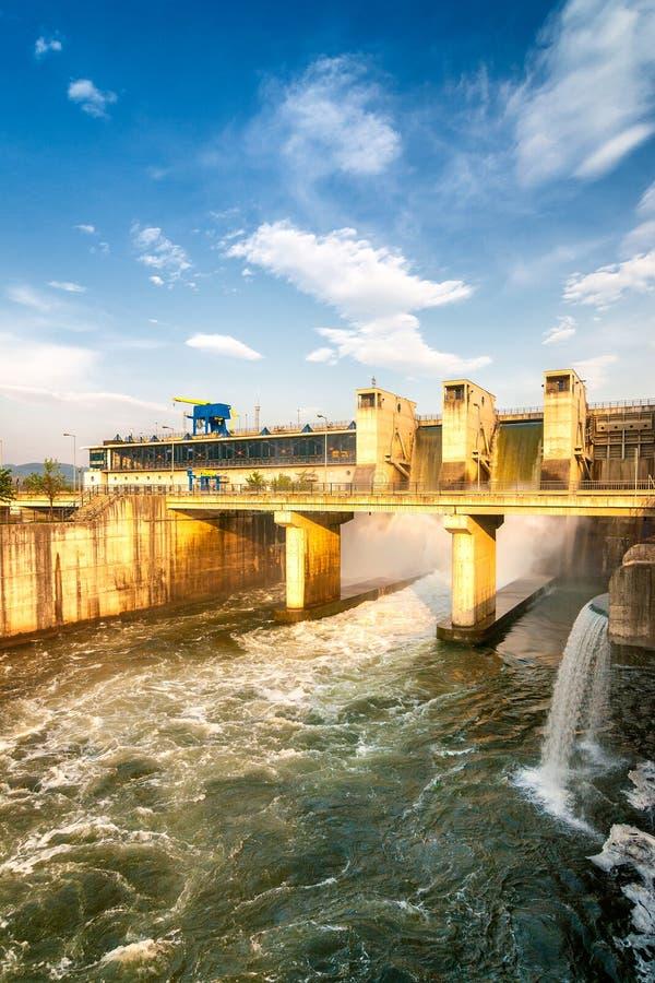 hydroelektrisk fördämning royaltyfri foto