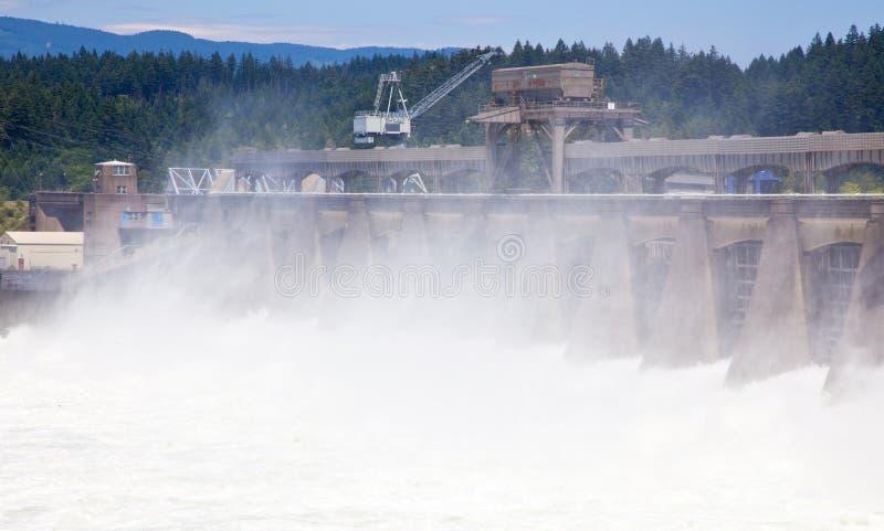 hydroelektrisk flod för fördämning fotografering för bildbyråer