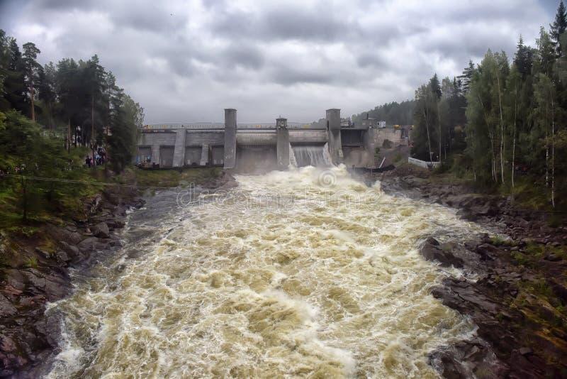 Download Hydroelektrisk Imatraströmstation Arkivfoto - Bild av finland, trä: 76701972