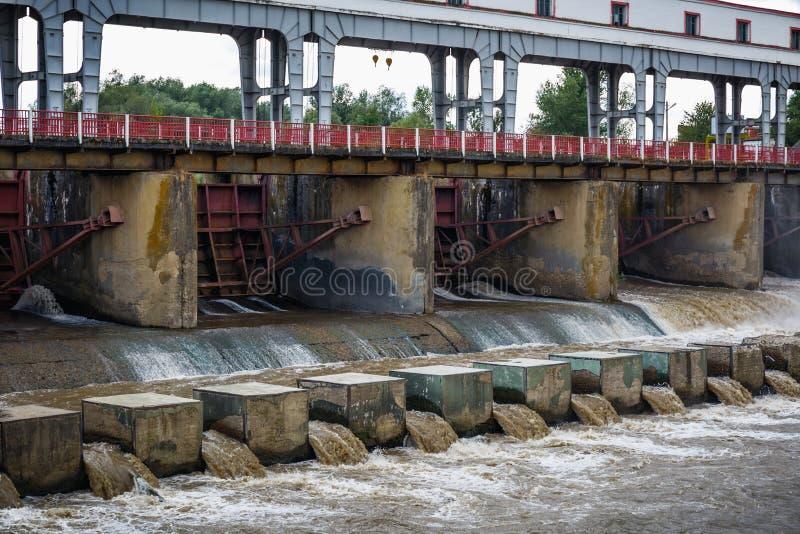 Hydroelektryczna elektryczności elektrownia - tama zdjęcia stock