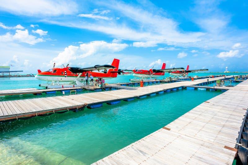 Hydroplanes bij Mannelijke luchthaven, de Maldiven stock afbeeldingen