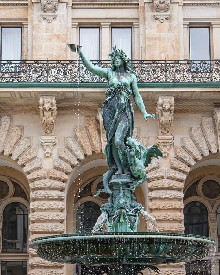 Hygieia Brunnen en el ayuntamiento de Hamburgo, Hamburgo, Alemania imágenes de archivo libres de regalías