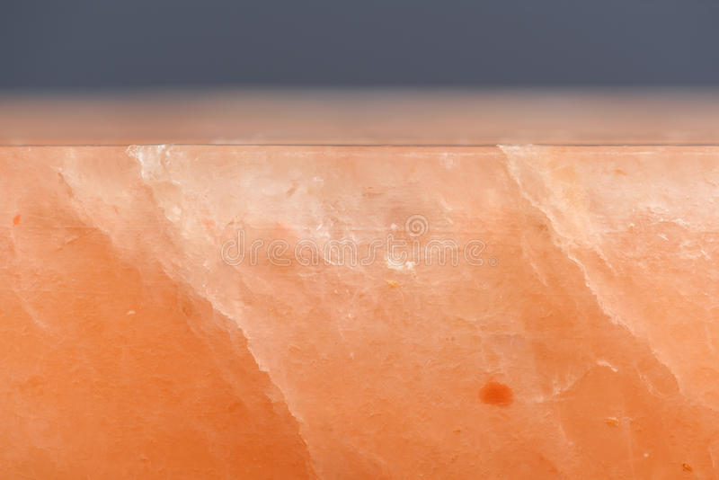 Hymalayan rosa färger saltar kvarteret med sprickasidosikt royaltyfria foton