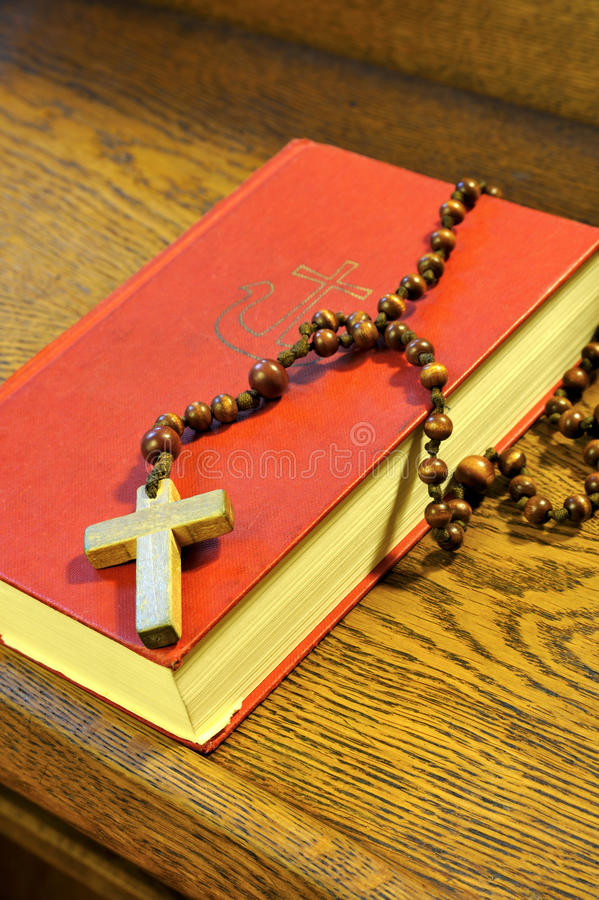 Free Hymnal Book And Wooden Rosary Bead Royalty Free Stock Images - 14506029
