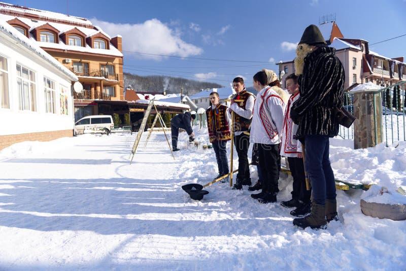 Hymnes de louange chrétiennes, Ukraine, région transcarpathienne, village de Polyana, janvier 2019 image stock