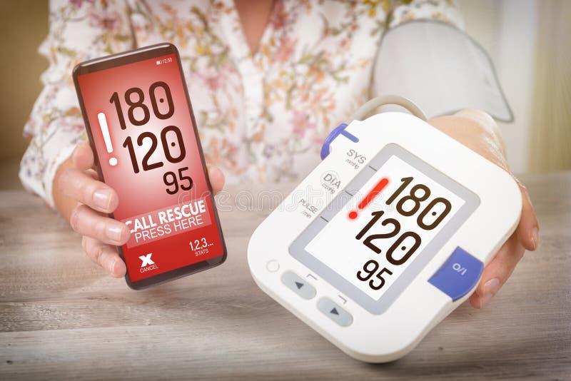 Hypertension - réclamant l'aide avec le téléphone intelligent APP images stock