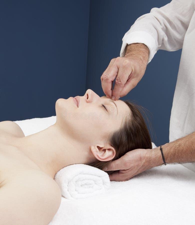 Hypnosteknik för huvudvärklättnad arkivfoto