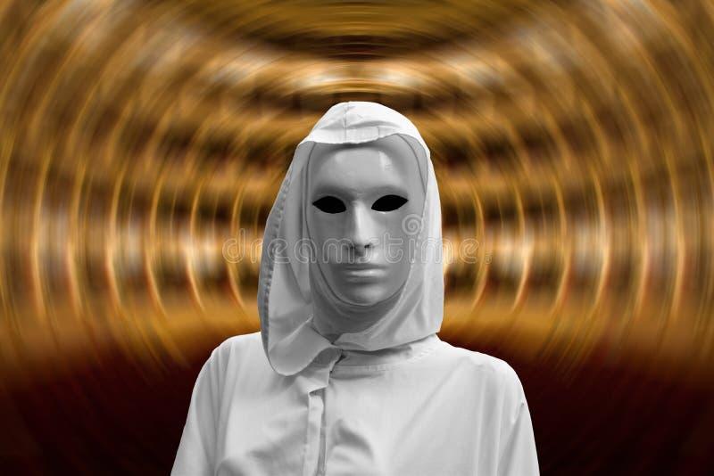 Hypnotisk magisk ritual, priestess och trollkarl med den magiska och ockulta vita maskeringen royaltyfri fotografi