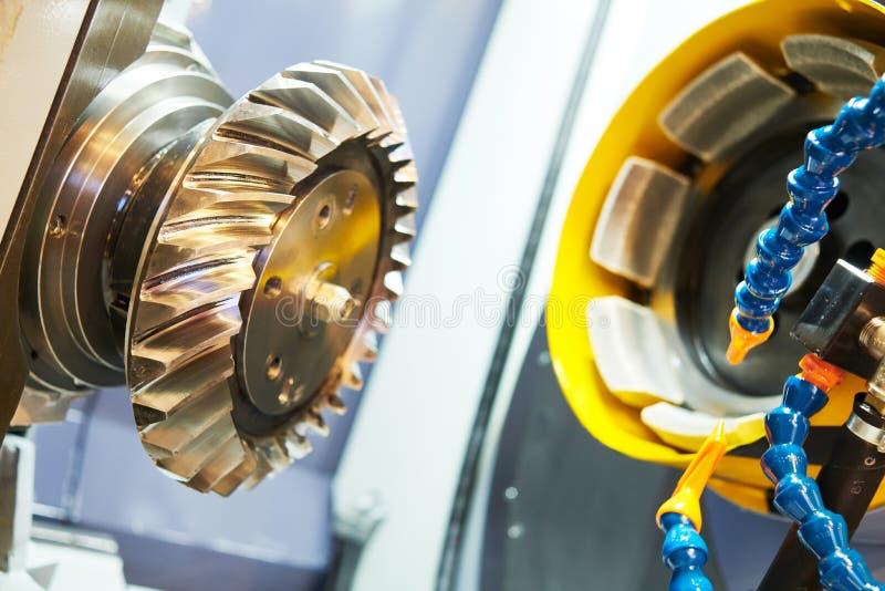 Hypoid spiraalvormige de machinewerk van het toestelmalen CNC malende machine in de metaalbewerkingsindustrie stock afbeeldingen