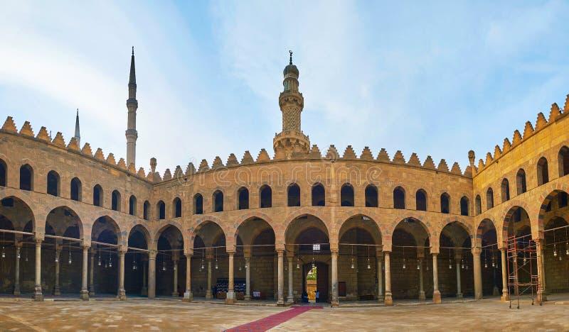 Hypostyle domstol av Al-Nasir Muhammad Mosque, Kairocitadell, Egyp royaltyfri fotografi