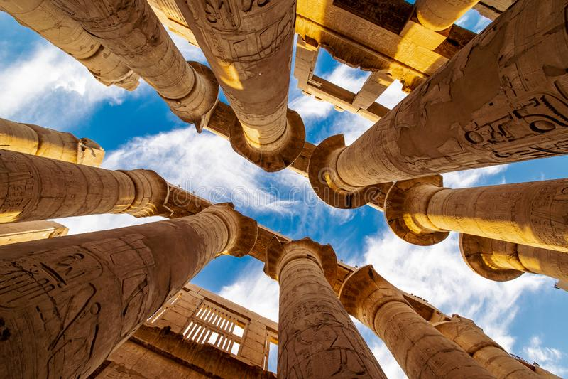 Hypostyle zaal in het Gebied van Amun-Re bij Tempel van Karnak Luxor stock afbeeldingen