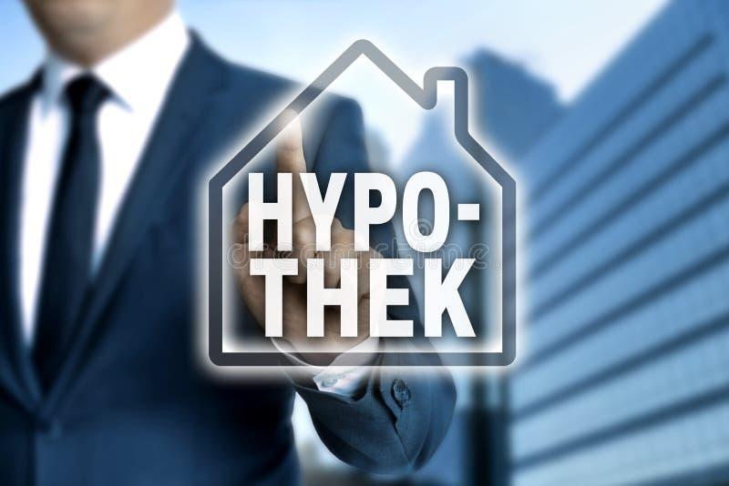 Hypothek u. x28; im deutschen pledge& x29; mit Berührungseingabe Bildschirm wird durch Geschäft bearbeitet stockbilder