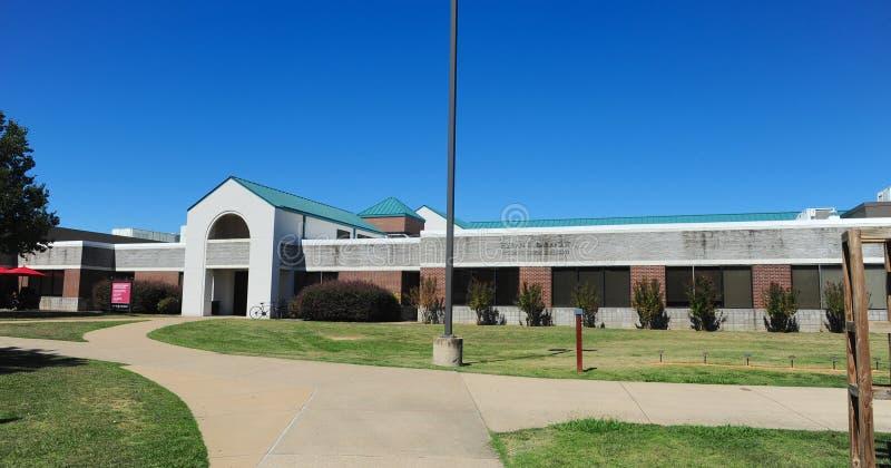 Hyran E Studente scalzo Union Building all'università del sindacato a Jackson, Tennessee fotografie stock