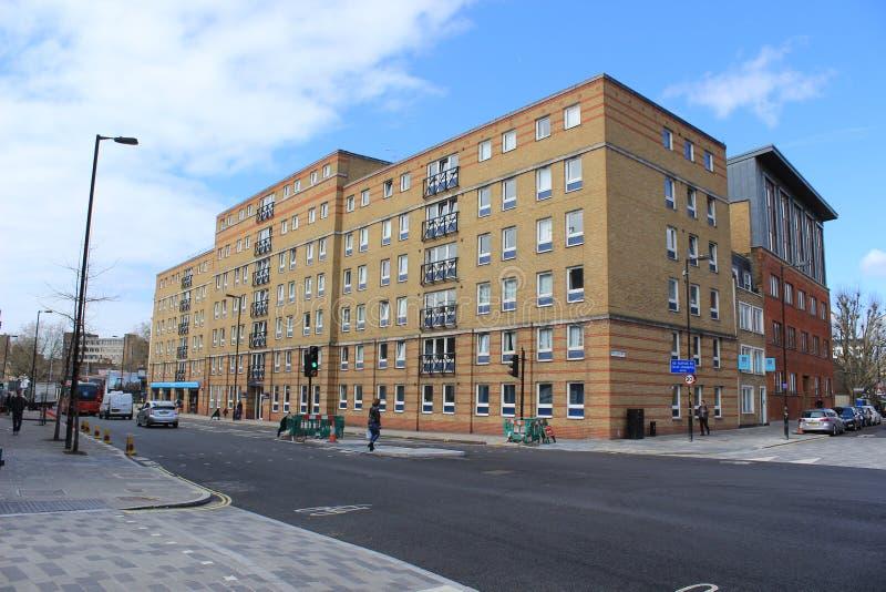 Hyreshus i ett bostadsområde av London, England fotografering för bildbyråer