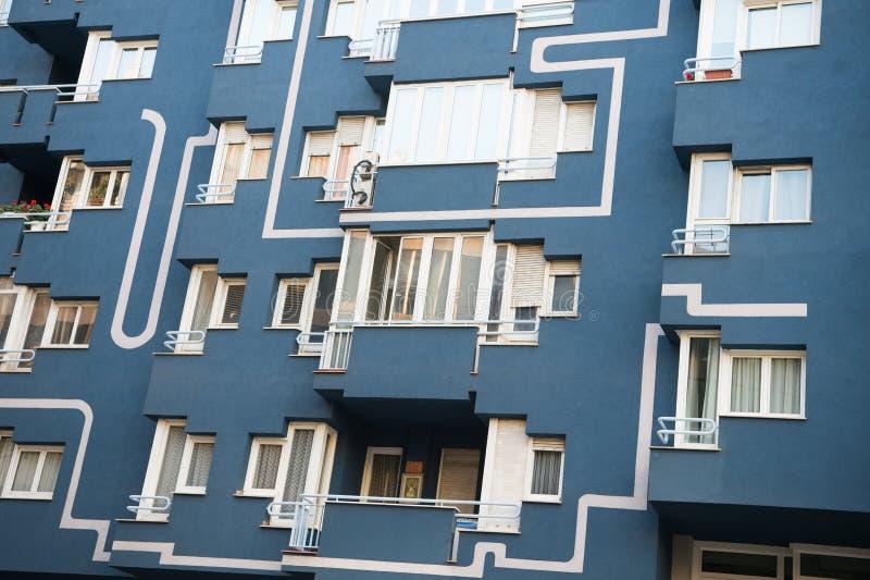 Hyreshusfasadcloseup Modern arkitektur och struktur Bostads- Real Estate Barcelona Resa och arkivbilder