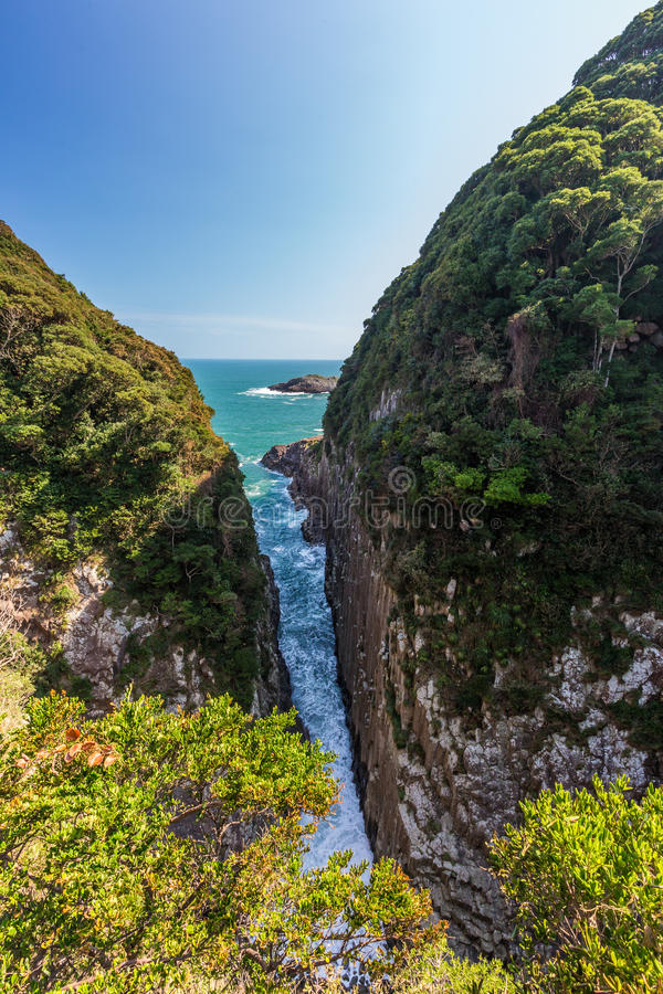 Hyuga海角美好的海岸线在宫崎,九州 免版税库存图片