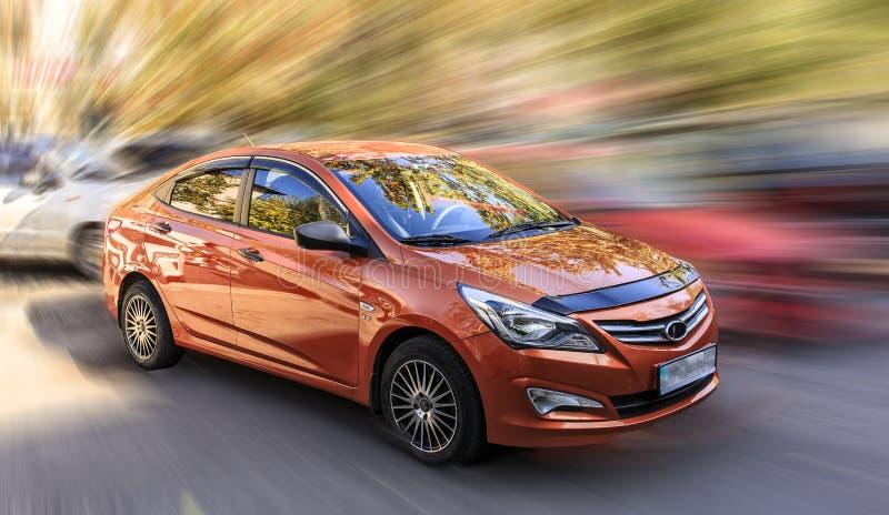 Hyundai оранжевый автомобиль стоковые изображения rf
