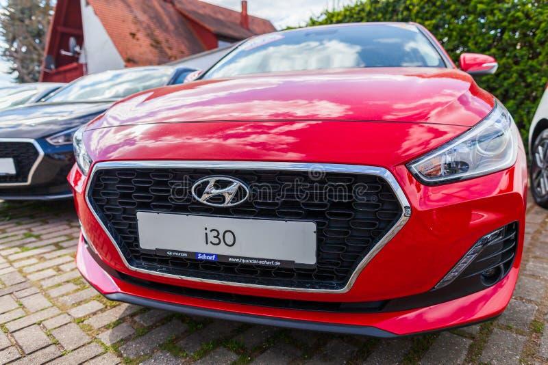 Hyundai logo na Hyundai samochodzie zdjęcie stock