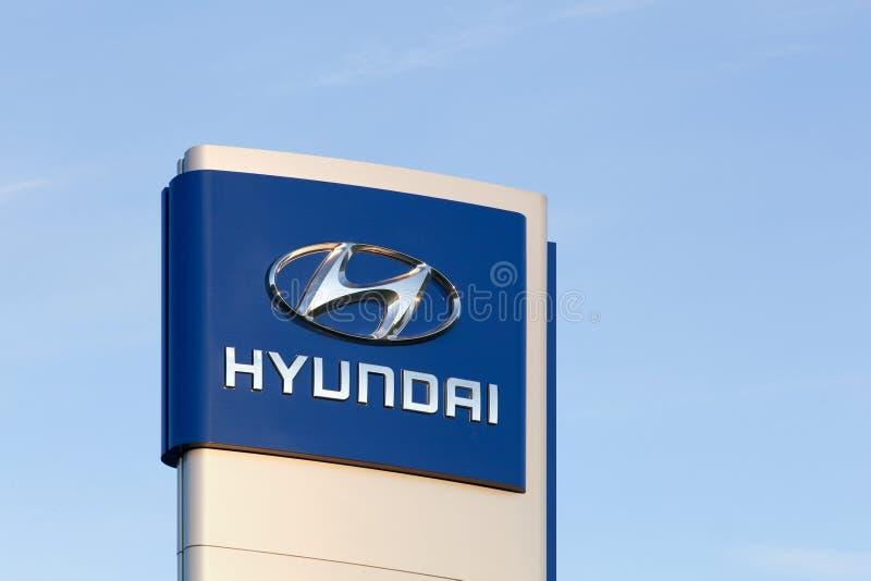 Hyundai logo på en panel arkivbild