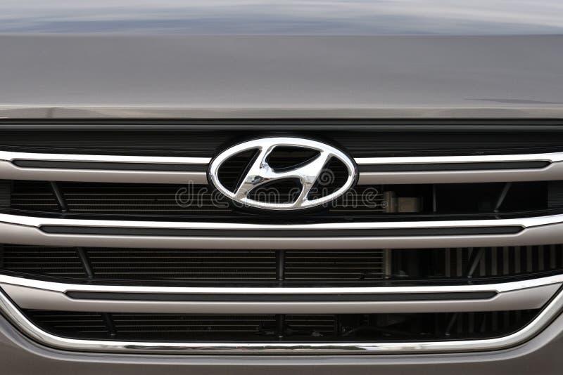 Hyundai logotype op een auto royalty-vrije stock foto's