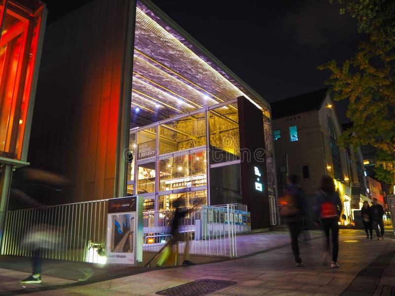 Hyundai Muzyczna biblioteka projektująca Choi księżyc i znać dla swój winylowej kolekcji, iluminujący obraz stock
