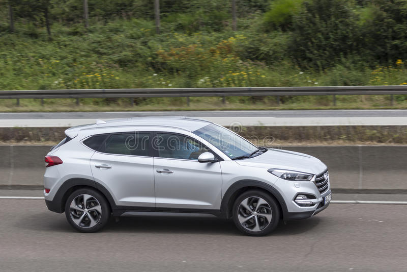 Hyundai Tucson auf der Straße stockbild