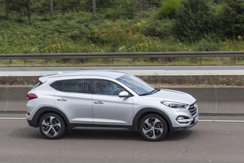 Hyundai Tucson op de weg stock afbeelding