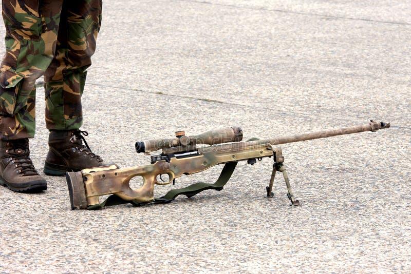 iść na piechotę karabinowego snajperskiego żołnierza zdjęcia royalty free