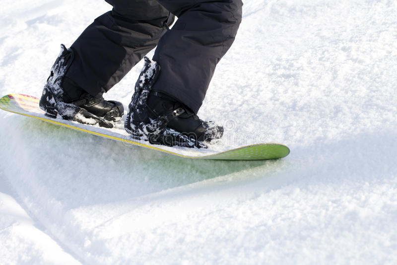 Iść na piechotę snowboarder, aktywnych sporty zdjęcie royalty free