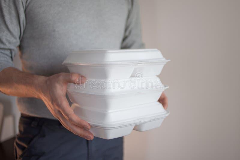 i Παράδοση των νόστιμων και υγιών πιάτων στοκ εικόνες