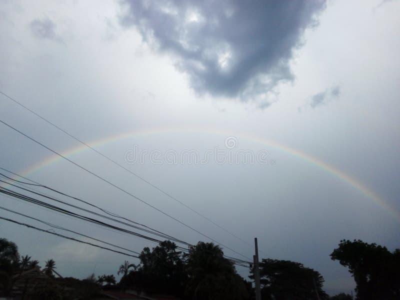 I& x27;ve被看见在天空的一条彩虹,片刻提醒我多么美妙我是 库存照片