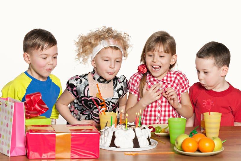 I bambini celebrano il compleanno fotografie stock